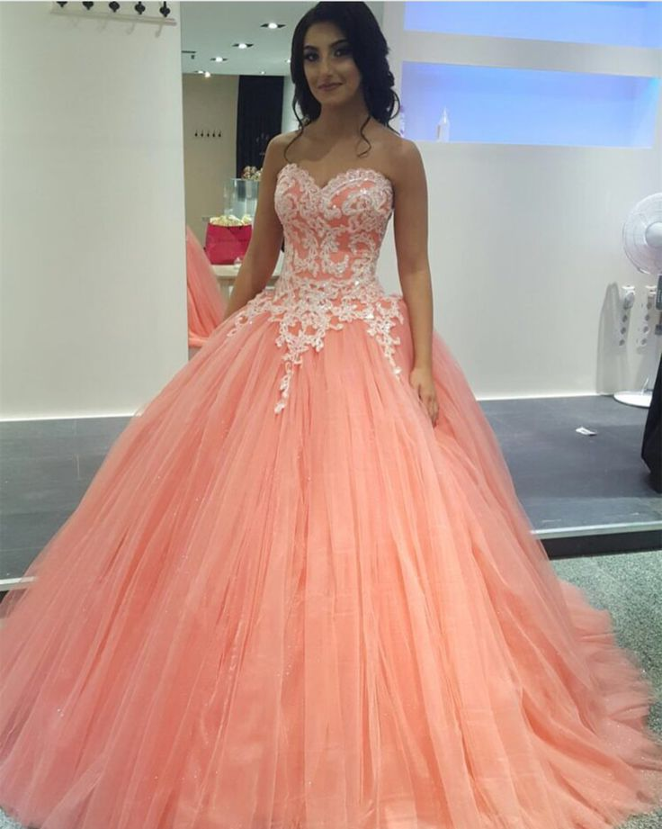 Pretty Lace Appliques Tulle Quinceanera Dresses Ball Gowns