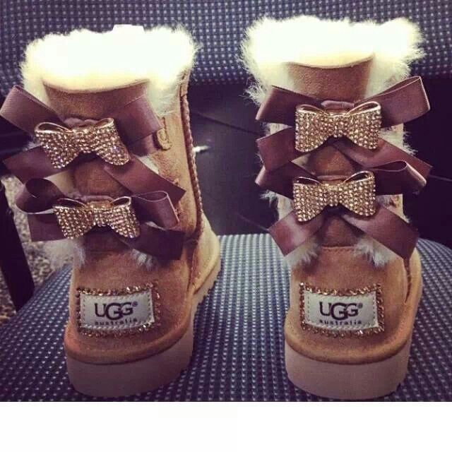 Ugg with bows!!! Im loving this color and the sparkling bows:D