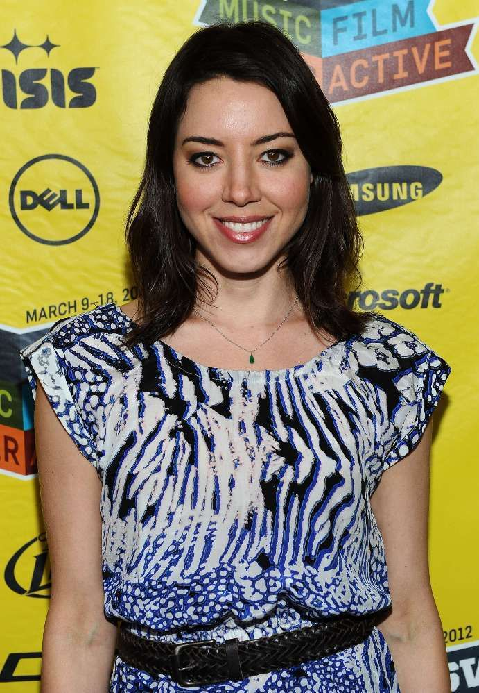 Aubrey Plaza Bra Size, Age, Weight, Height, Measurements ...