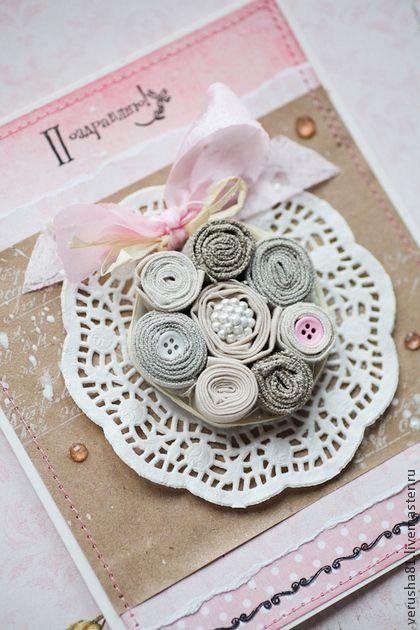 Открытка универсальная. Открытка с букетом из цветочков, скрученных из натурального  льна.  Внутри возможно размещение напечатанного поздравления.