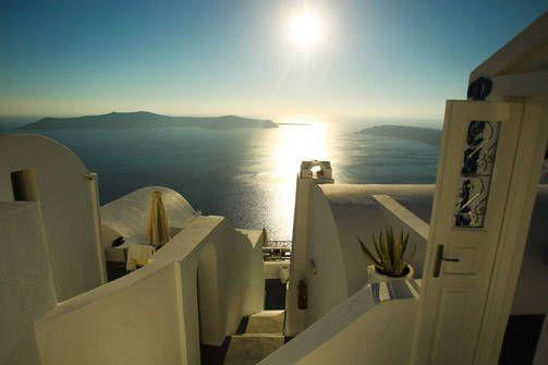 Santorini tarjoaa Kreikan aurinkoa ja kauneutta.