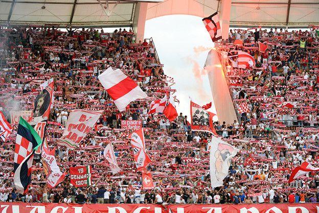 BARI E SAN NICOLA : QUELLE AMBIANCE !    E non ci si fermi solo al calcio.. perchè se lo sport riesce a diventare un punto fermo del territorio, potrebbe dare risalto al bello che c'è qui a Bari, non solo in città, ce n'è un bel po' anche in provincia…   http://nicopaulangelo.wordpress.com/2014/07/31/bari-e-san-nicola-quelle-ambiance/ #bari #sannicola #calcio #fcbari1908 #labari #ambiance #quelleambiance #olympiquemarsiglia #marsiglia #marseille #football #tifo #france #velodrome