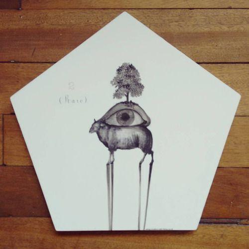 """ Raro "" posa calientes pieza única #Himallineishon #handpainted #homedecor #illustration #art"