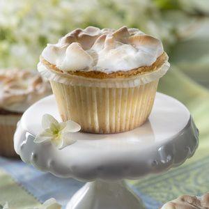 Backofen auf 175°C Ober-/Unterhitze vorheizen. Je 1Papierförmchen in die Mulden eines Muffinblechs setzen. Butter, 125g Zucker,...
