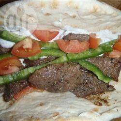 Sandwichs grecs à la viande de chevreuil @ qc.allrecipes.ca