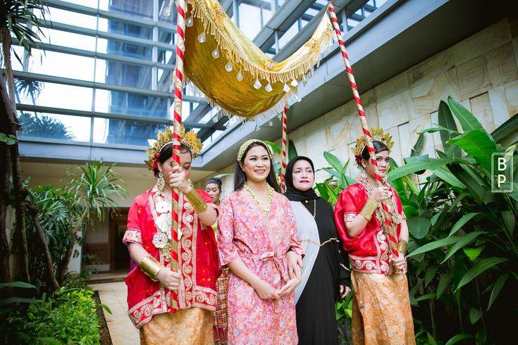 Pernikahan Adat Bugis Fauziah dan Troy di Jakarta