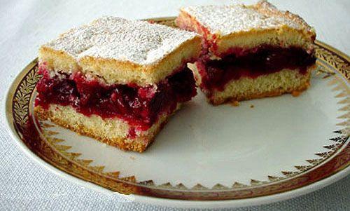 Lazy sour cherry pie (Lenja pita sa višnjama) -- Serbian recipe site -- http://www.serbiancookbook.com/food-recipes/desserts/sweet-pies/lazy-sour-cherry-pie/