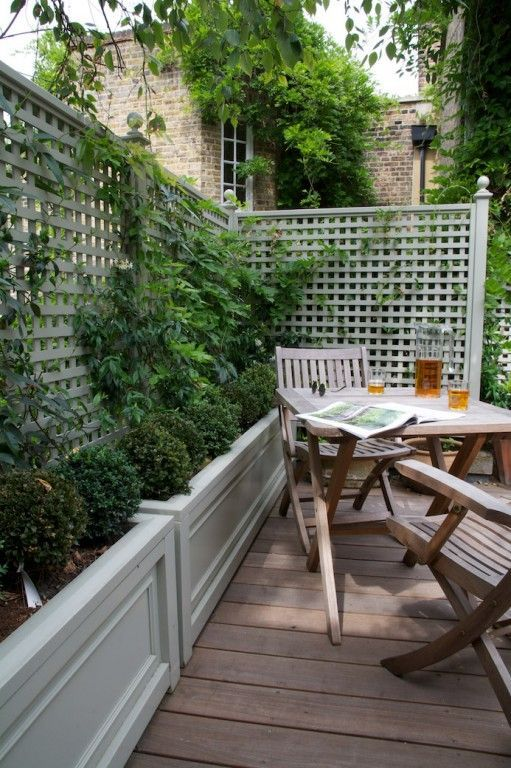 clever idea for creating a freestanding wall against the fence More