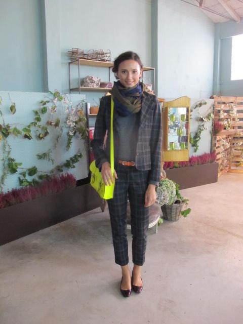 Traje chaqueta NICE THINGS  Jersey PAUL  Collar comprado en Oporto en un mercadillo de artesanía  Pañuelo UTERQÜE  Cinturón WOMEN´SECRET  Bolso STELLA RITTWAGEN  Zapatos MIGUEL PALACIO