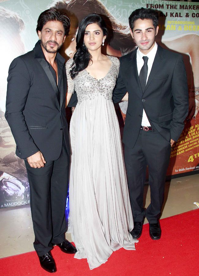 Shah Rukh Khan poses with Armaan Jain and Deeksha Seth at premiere of 'Lekar Hum Deewana Dil'. #Style #Bollywood #Fashion #Beauty