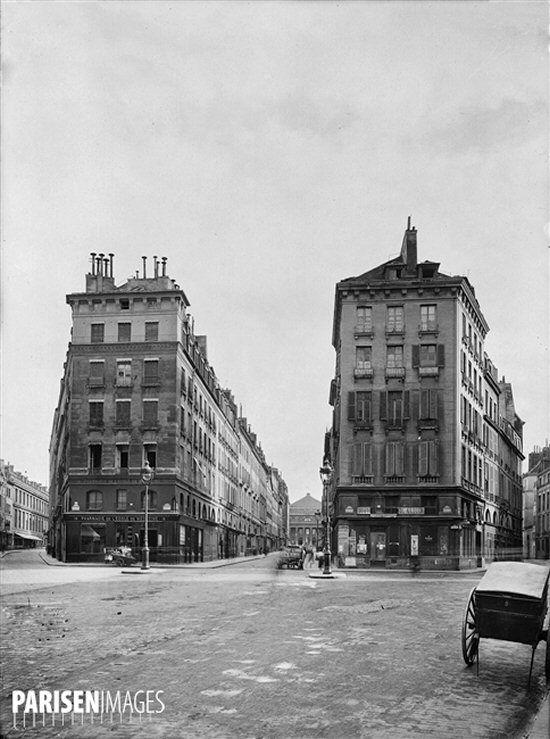 Vue du carrefour de l'Odéon en direction de la rue de l'Odéon photographié par Charles Lansiaux (1855-1939) le 31 août 1917 (Paris 75006) © Charles Lansiaux / DHAAP / Roger-Viollet