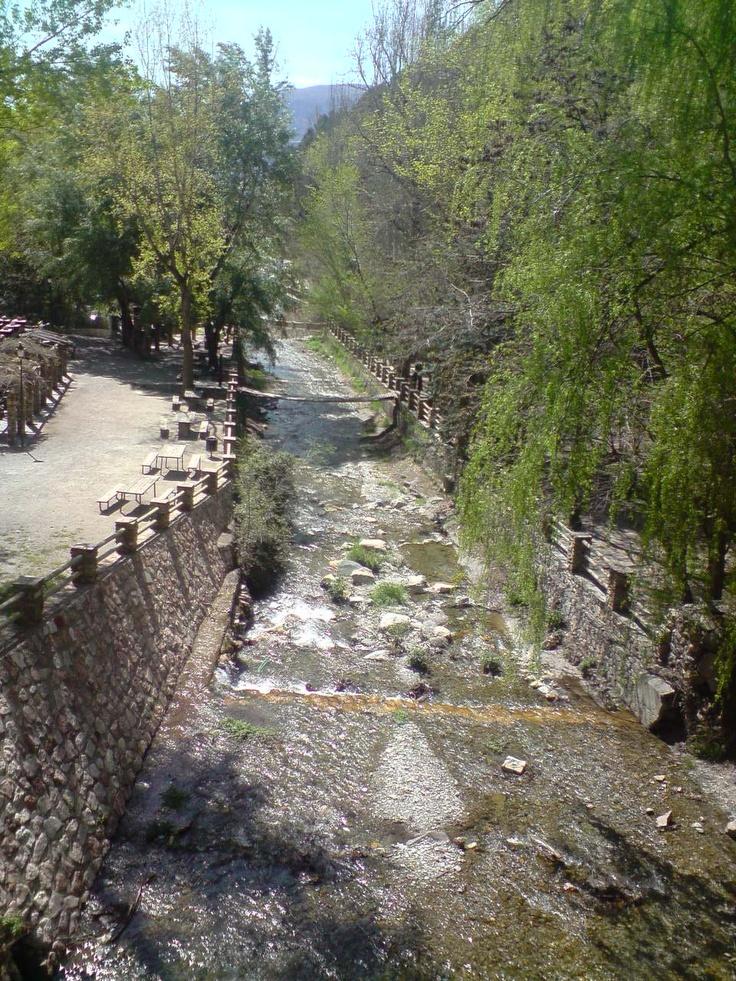 El rio visto desde el puente colgante