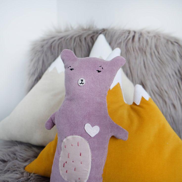 Doudou ours en velours côtelé violet pour enfant // déco ZEN // ours déco // déco nature // nounours déco chambre d enfant de la boutique KasiopeKid sur Etsy