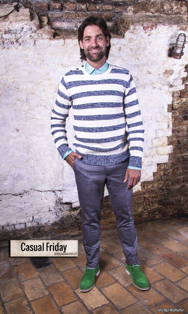 """Vandaag+kom+je+goed+voor+de+dag+met+de+""""Casual+Friday""""+look.+Draag+onder+de+blauw/wit+gebreide+trui+een+licht+groen+overhemd+en+een+grijze+pantalon.+Allemaal+van+de+WE+Fashion.+Geef+je+outfit+een+extra+bite+door+er+groen+suède+veterschoenen+van+Invito+onder+te+dragen.+Deze+look+is+<a+href=""""http://www.indepaskamer.nl/day-casual-friday/#more-""""+""""+class=""""more-link"""">more+»"""