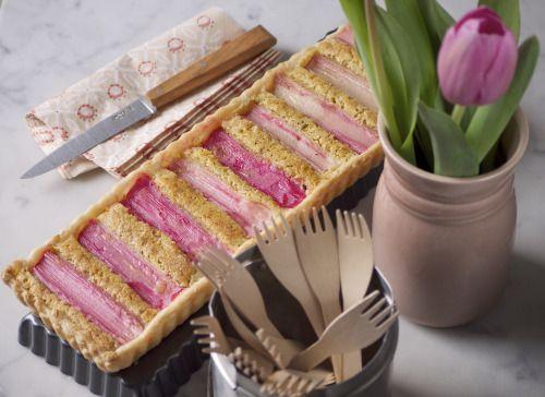 torta con rabarbaro e crema frangipane