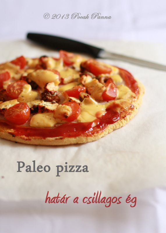 Paleo Pizza: sonkás-olívás   A tésztához:  2 tojás  150g darált mandula  1 ek rizsliszt (elhagyható vagy kiváltható paleo lisztekkel)  3 ek olaj  ½ tk szódabikarbóna  1 tk só  ½ tk bazsalikom