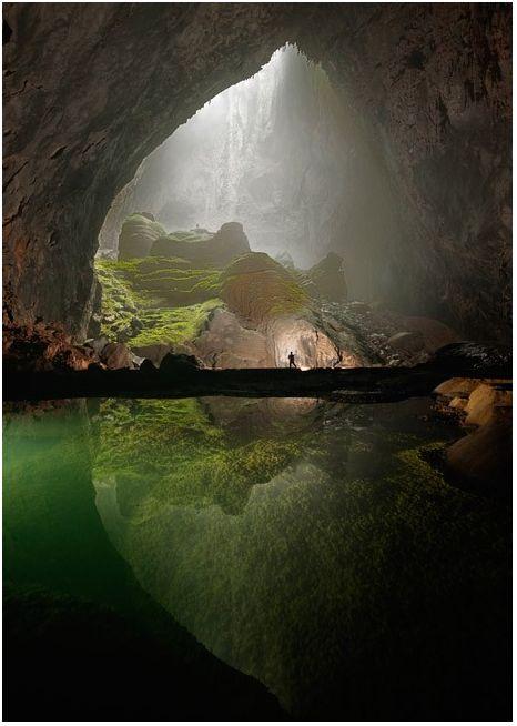mammouth cavern in Vietnam