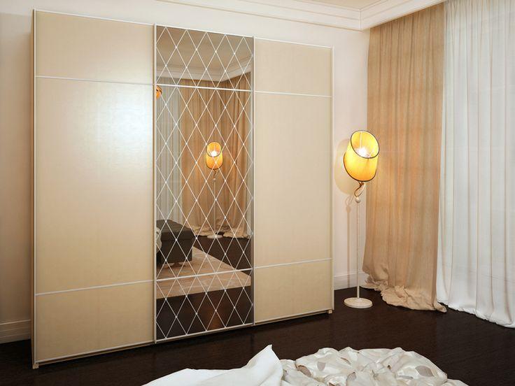 """Мебель для спальни - шкаф-купе с системой раздвижения Glow Plus. Двери в алюминиевой рамке со вставками. Центральная дверь шкафа-купе представляет собой витраж Тиффани лайт """"Ромбы""""."""