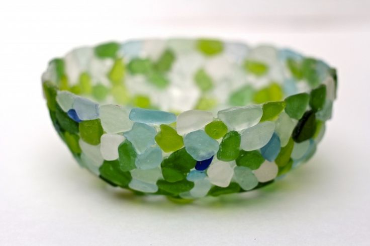 Bowl decorated with sea glass. Tutorial by Debi's Design Diary: http://debisdesigndiary.com/diy-sea-glass-bowl/