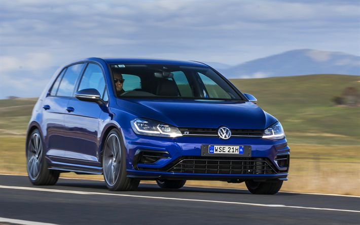 Descargar fondos de pantalla Volkswagen Golf R, 2018 coches, azul, campo de golf, carretera, VW, los coches alemanes, Volkswagen