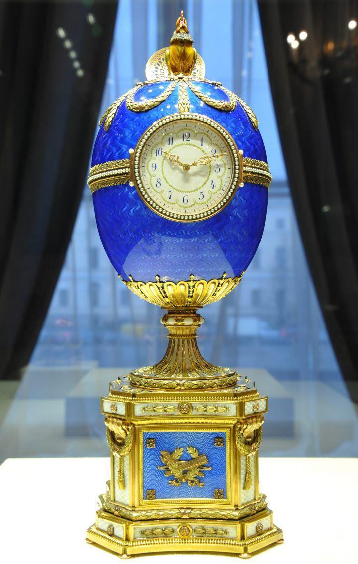 Faberge pomyślał o umieszczaniu w jajkach mechanicznych dodatków. Sam nie zajmował się ich produkcją, lecz wynajmował fachowców z Niemiec i Szwajcarii.