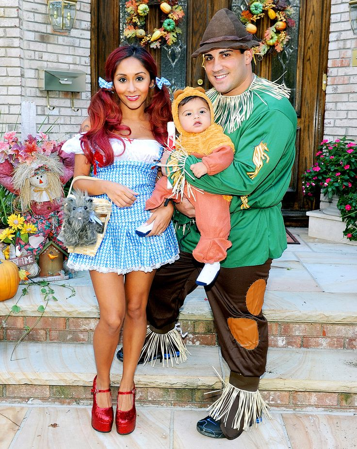 nicole snooki polizzi her fiance jionni lavalle and baby lorenzo 14 months dressed as characters from the wizard of oz for halloween see the - Matching Girl Halloween Costume Ideas