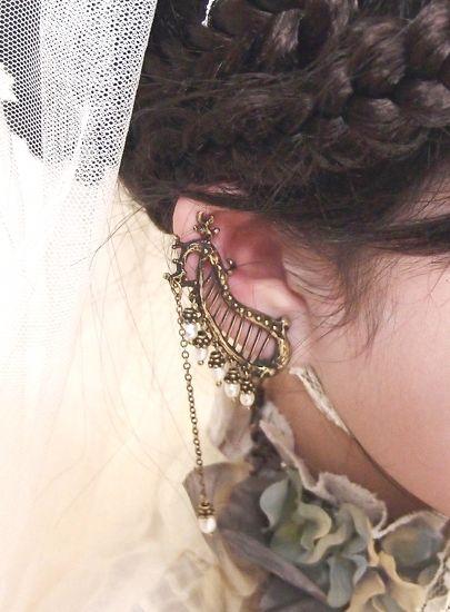 「harpers earring」