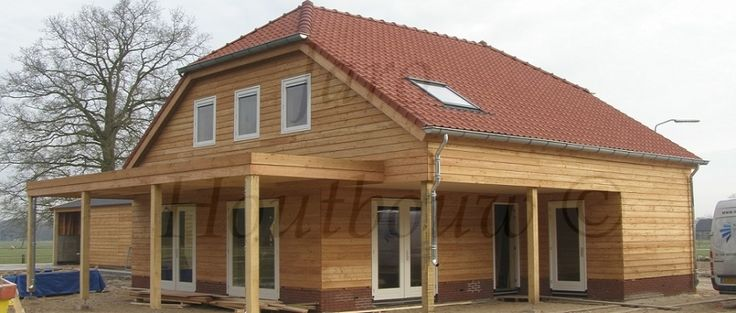Deze houten woning is door jaro houtbouw gebouwd voor de for Houten huis laten bouwen