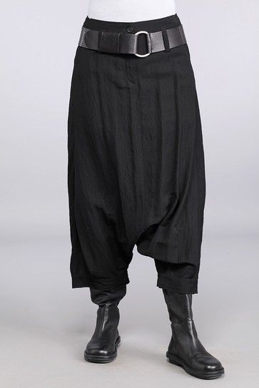 usually I dislike harem pants but there's something kilt-like about these that I'm really digging