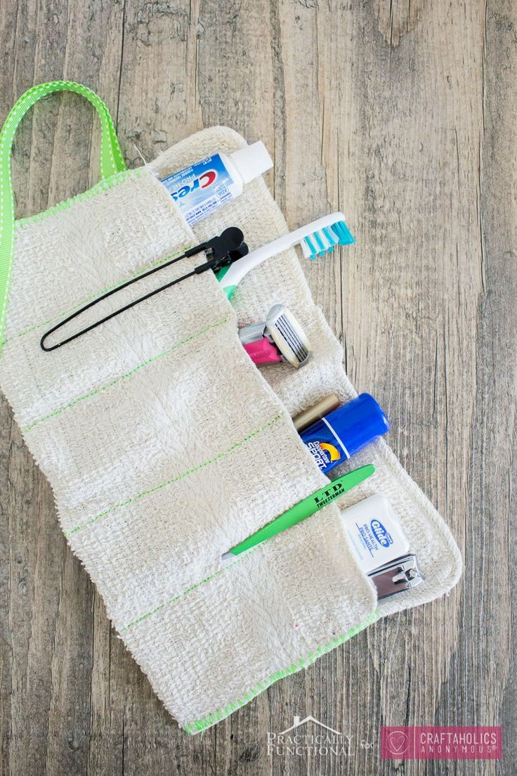 DIY travel bag.  Simple sewing project and gift idea! keep all your bathroom items organized!