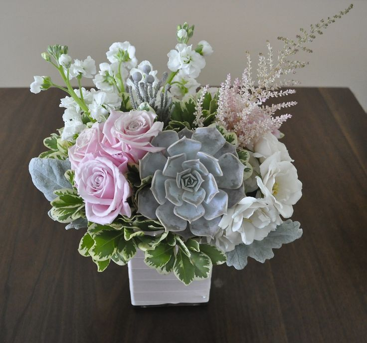 Floral design fresh flower arrangement centerpiece