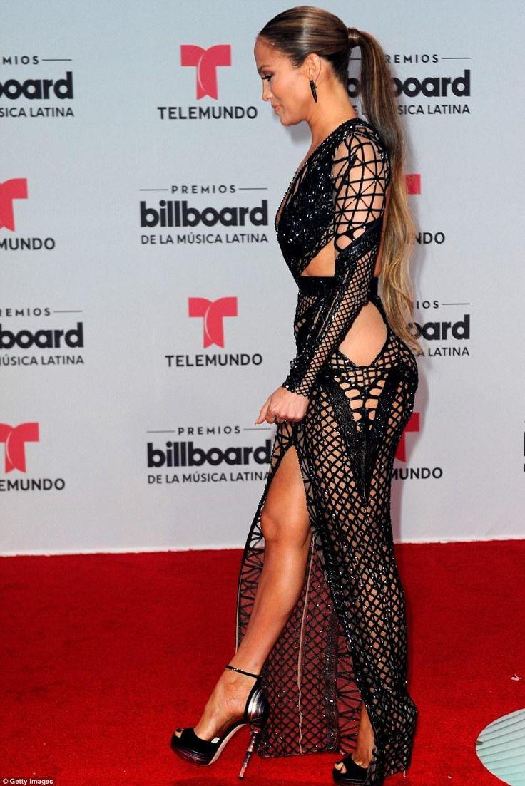 Jennifer Lopez wearing Julien Macdonald Fall 2017