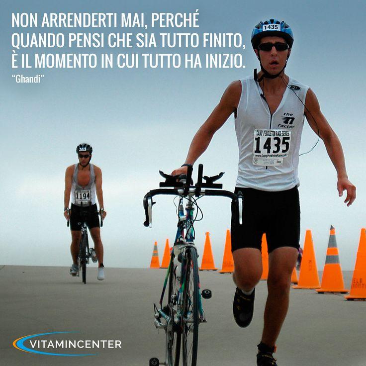 """Non arrenderti mai, perchè quando pensi che sia tutto finito, è il momento in cui tutto ha inizio. """"Ghandi"""" #Triathlon #motivation #ironman #racing #sprint #sports #running #runners #swimmers #swimming #swim #bike #run #quotes #bici #corsa #nuoto"""