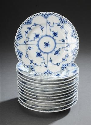 The old Musselmalet china with tongues from royal copenhagen