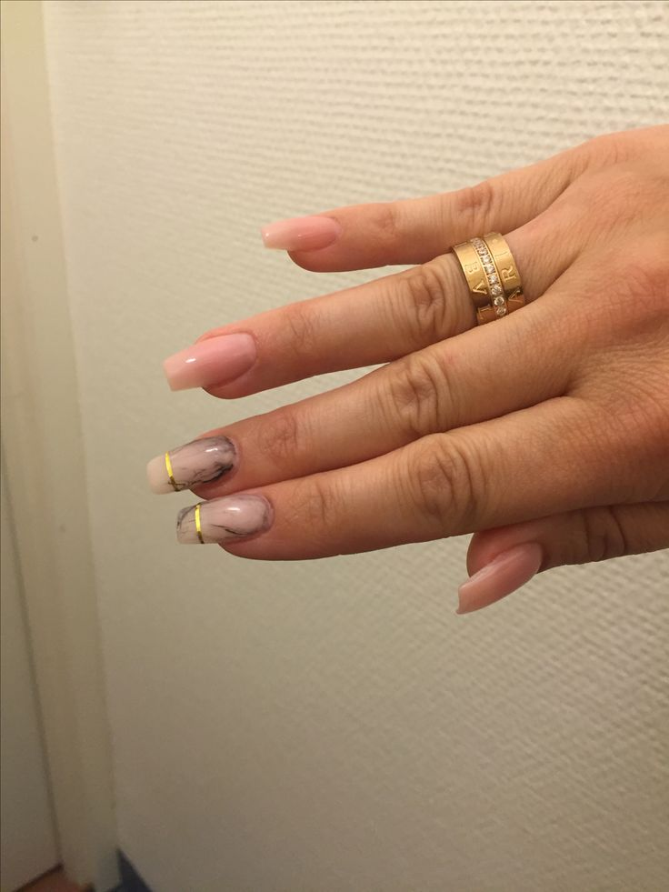 Marble and pink nails with goldstripes