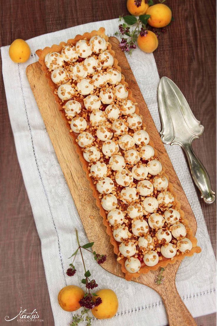 Mandelkrokanttarte mit Aprikosen & Vanilleganache