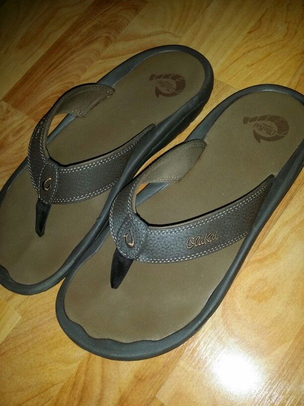 Slipping on the casual Olukai sandals to go hololo at the beach....