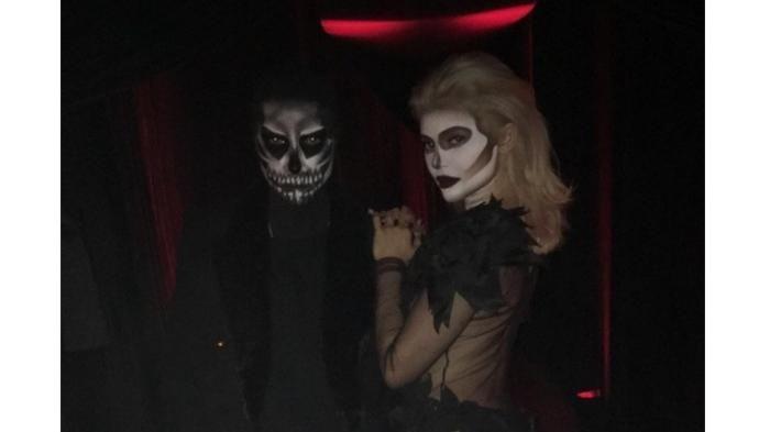 Kylie Jenner Buat Pesta Halloween Impian! Kenakan Kostum Tengkorak, Menu Makanan-nya pun Seram