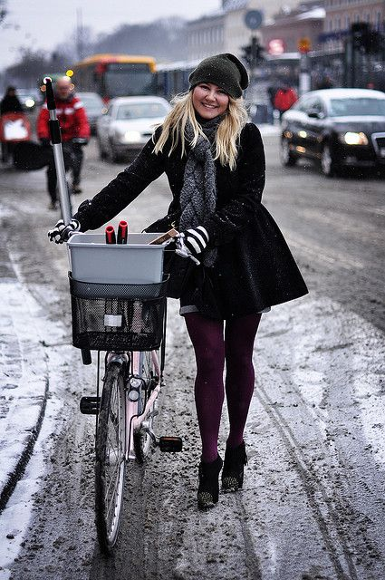 great winter shot, original source = Copenhagen Cycle Chic.  bike style