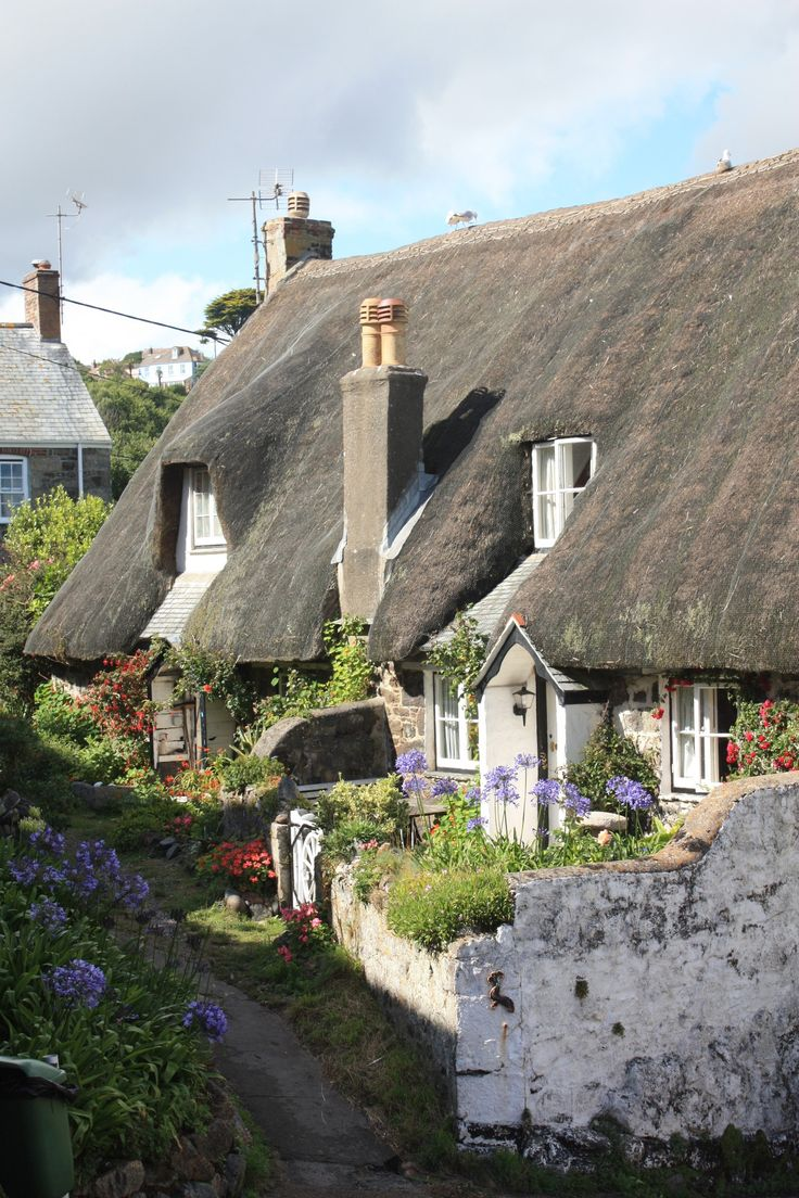 #Cadgwith is one of the most beautiful villages in #Cornwall. Especially these cottages are absolutely georgious!!!  http://www.meehr-erleben.de/lander/cadgwith-wie-im-rosamunde-pilcher-film/