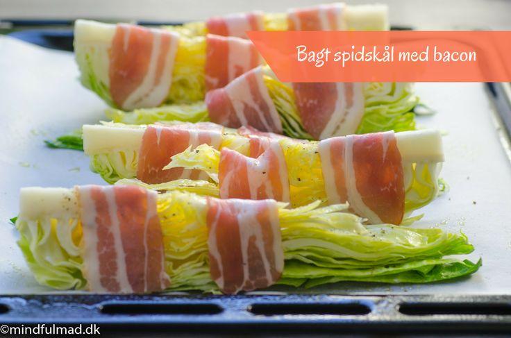 Bagt spidskål med bacon kræver kun nogle få snit med en kniv og sætter du dem i ovnen på et stykke bagepapir, så er opvasken også minimal.