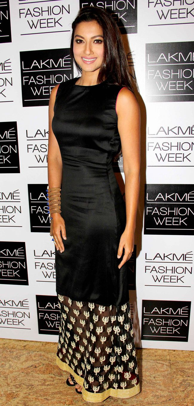 Bollywood actresses Sushmita Sen, Dia Mirza, Amrita Rao, Paoli Dam walked the ramp on Day 3 of the Lakme Fashion Week. Also, a host of top stars were turned up in their fashionable best