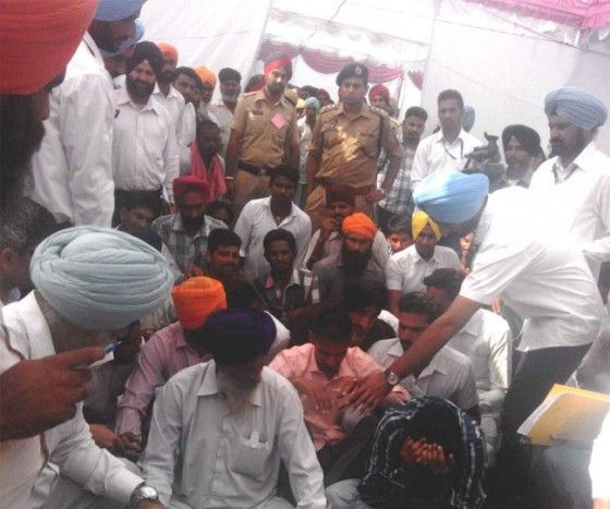 Unemployed youth tears his degrees while arguing with Punjab CM Parkash Singh Badal - http://sikhsiyasat.net/2014/10/26/unemployed-youth-tears-his-degrees-while-arguing-with-punjab-cm-parkash-singh-badal/