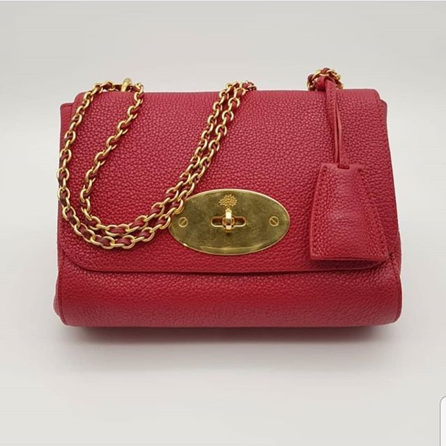 600 Wire Preloved Mulberry Lily Shoulder Bag Red Calfskin Gold Hardware Comes With Receipt And Dustbag Available In St With Images Shoulder Bag Calf Skin Mulberry Lily