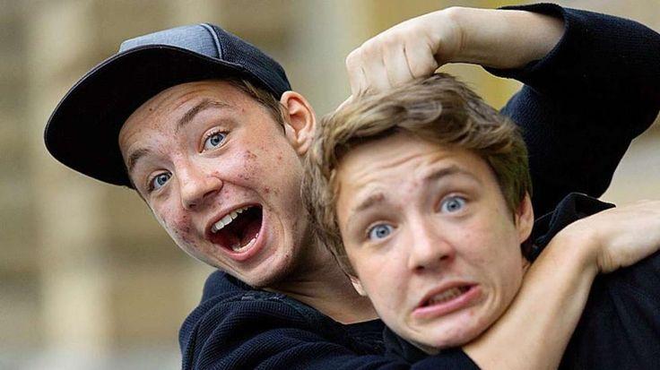 YouTube-Zwillinge: BILD löchert die Lochis http://www.bild.de/unterhaltung/leute/dielochis/bild-loechert-die-lochis-40898488.bild.html