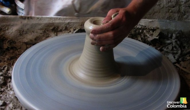 Learning how to make ceramics in Raquira - Uncover Colombia