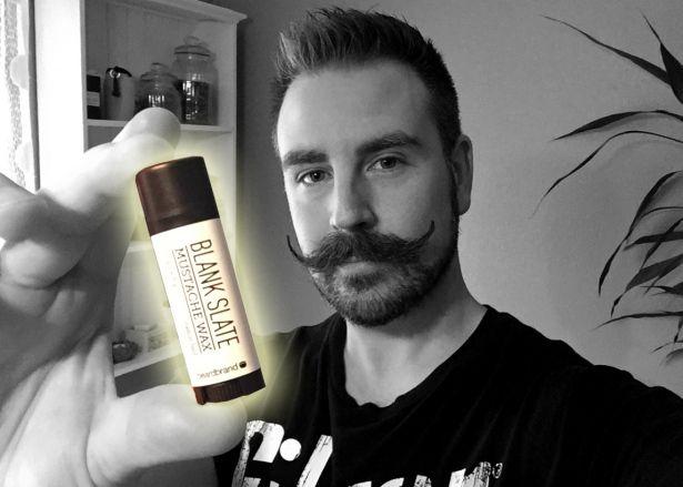 Praktisk förpackning   Testpiloterna Beardbrand Mustache Wax Blank Slate