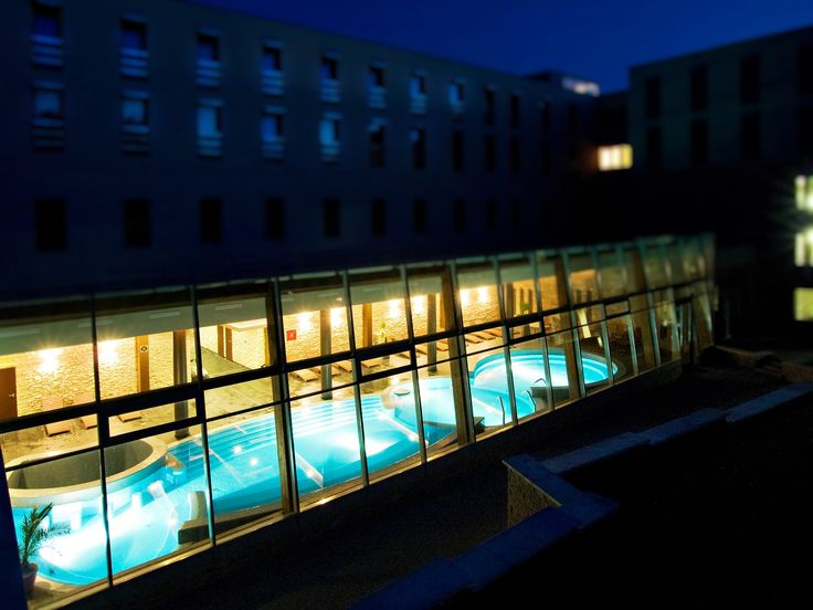 Freeform pool in Anna Grand Hotel**** Wine & Vital Balatonfüred http://annagrandhotel.hu/wellness-kueloenleges-eleterzes.html