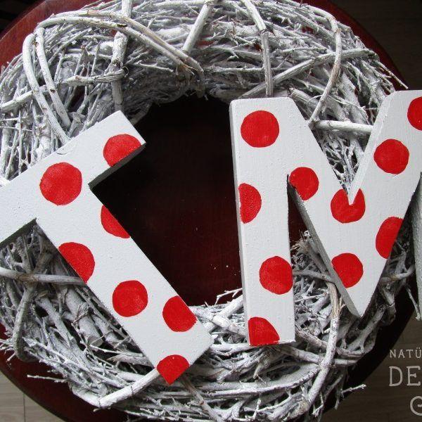 Aus Holz und Farbe werden dekorative Holzbuchstaben für das Kinderzimmer. Auch als Geschenk zur Geburt.