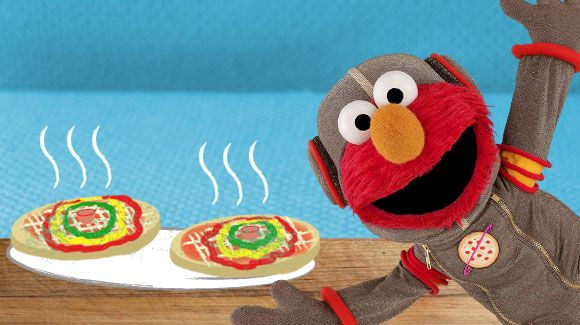 Elmo's Five Star Pizza is out of this world—healthy, tasty, and fun to make!Elmo Pizza, Elmo Spaces, Elmo 8217 Spaces, Elmo Birthday, Pizza Recipes, Cooking, Sesame Streets, Elmo S Spaces, Spaces Pizza